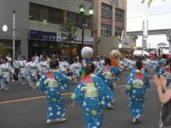 立川の夏祭りふれ太鼓・神輿・山車