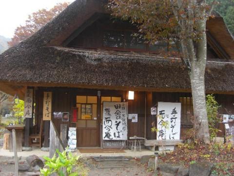 美しい茅葺きの集落と富士山の展望-西湖いやしの里根場(ねんば)(関東山梨県富士山周辺)