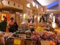 野菜直売所・プール-何か活気がある-あいのやまの湯(関東群馬県前橋)